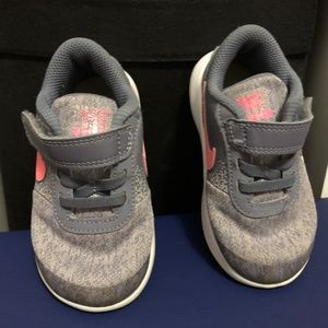 Nike flex contact toddler shoe size 7C pink & gray